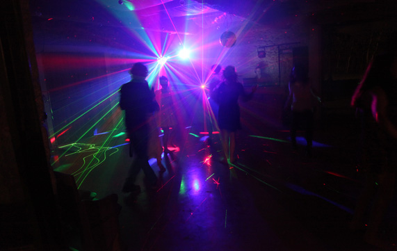 Deejay professionnel - form/uploads/pack_location_images/pics/27_12_0_soiree laser.jpg