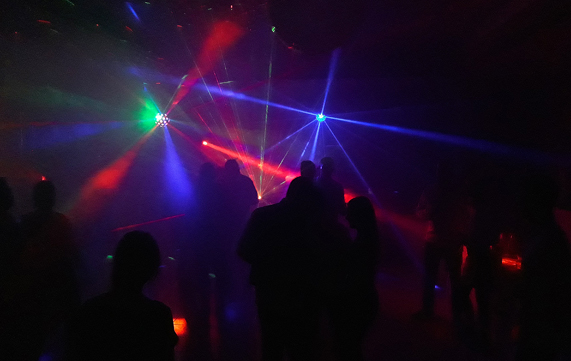 Deejay professionnel - form/uploads/pack_location_images/pics/54_12_0_soir_ie dj lumieres.jpg